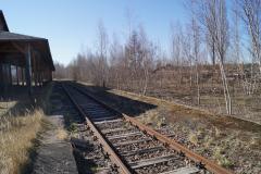 Bahnsteigdach mi Bahnsteig und Gleis
