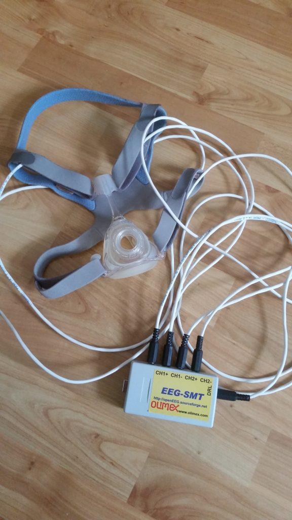 EEG SMT an Schlafmaske mit Sensoren zur behandlung des schlafapnoe syndroms